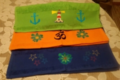 Handtücher bestickt je Handtuch 19,99 €